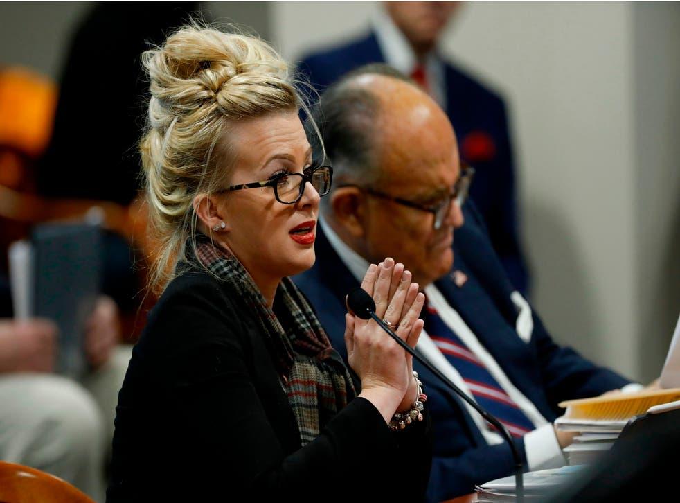 <p>Mellissa Carone afirmó sin pruebas que observó como se hacía un fraude electoral en Michigan</p>