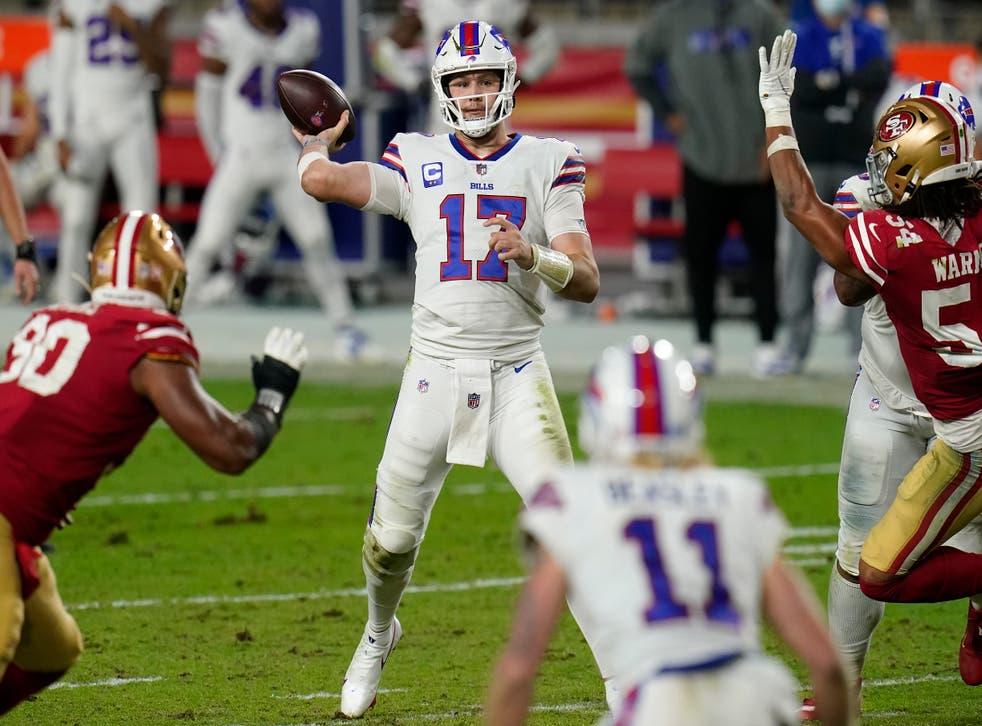 <p>El quarterback Josh Allen de los Bills de Buffalo lanza un pase durante la segunda mitad del juego ante los 49ers de San Francisco.</p>