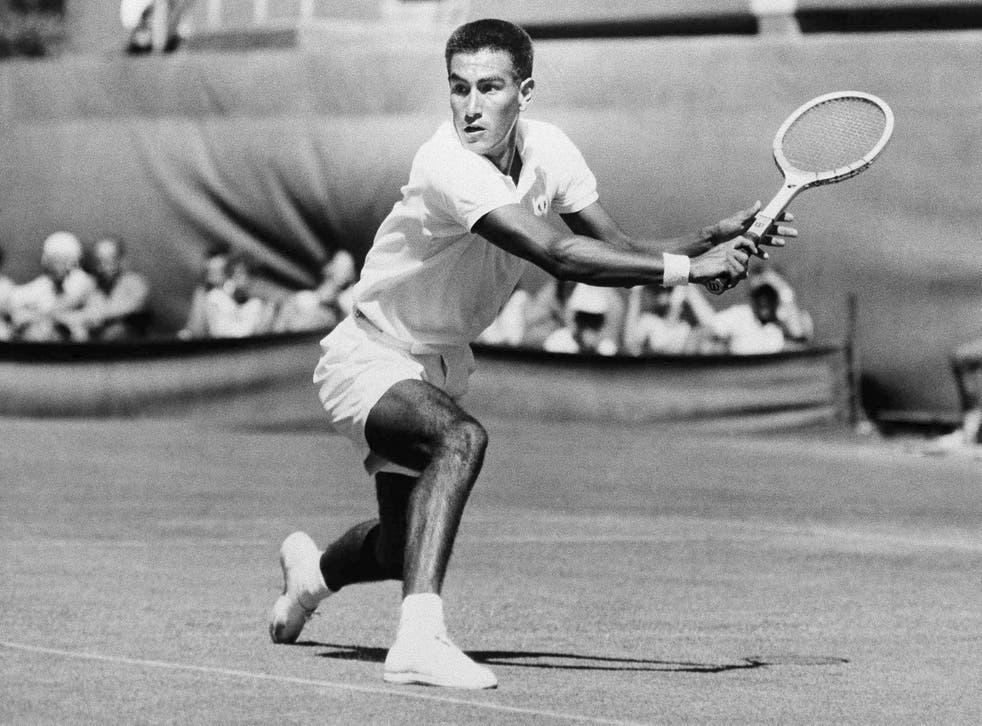 <p>Foto del 26 de enero de 1959: El tenista peruano Alex Olmedo en el encuentro ante Neale Fraser en el Campeonato Nacional de Australia.</p>