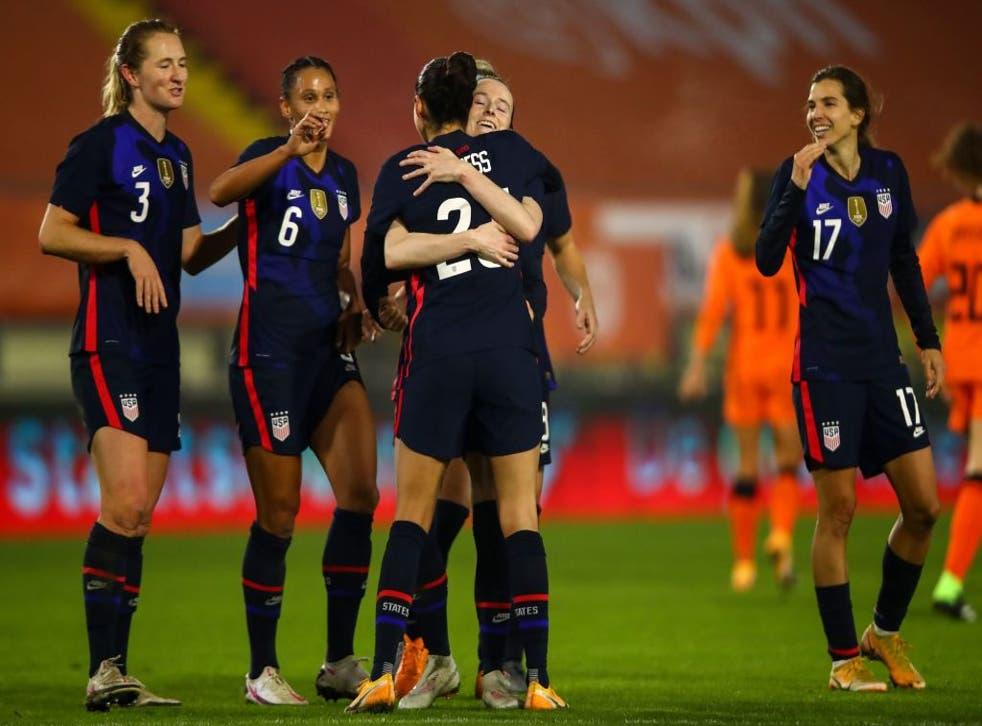 <p>Las seleccionadas estadounidenses festejan tras conseguir un gol en un partido amistoso ante Holanda.</p><p>&nbsp;</p>