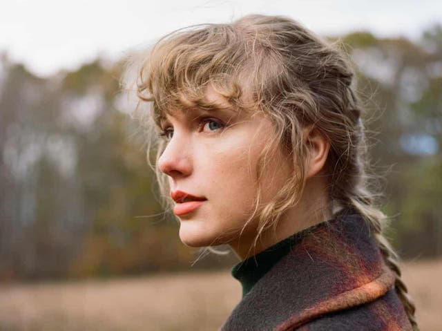Taylor Swift in artwork for her new album