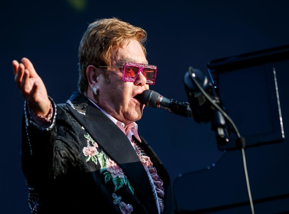 """<p>ARCHIVO - El músico británico Elton John durante un concierto de su gira """"Farewell Yellow Brick Road"""" en el Festival de Jazz de Montreux, en Montreux, Suiza, el 29 de junio de 2019.&nbsp;</p>"""