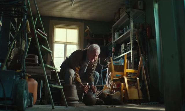 DocMorris' Christmas ad features a weightlifting Grandpa