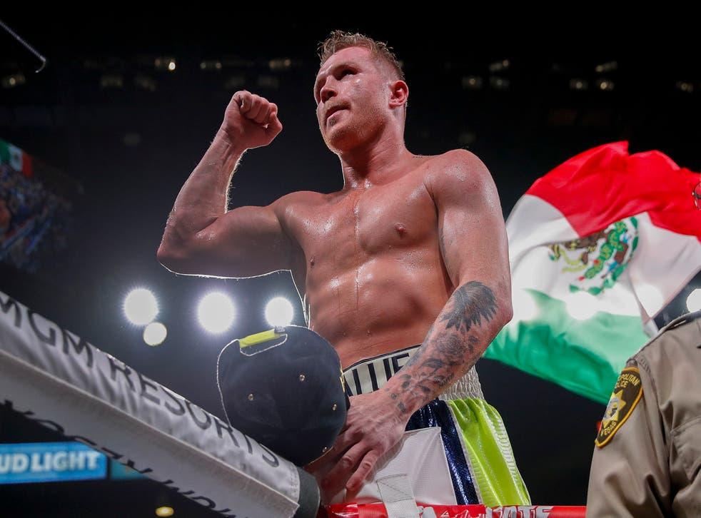 <p>Canelo Álvarez celebra su victoria sobre Sergey Kovalev por nocaut en un combate por el título mundial del peso semipesado, en Las Vegas.</p>