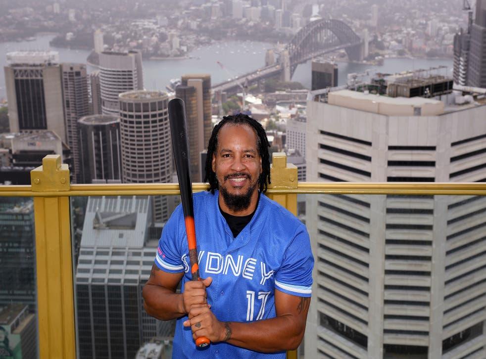 <p>El dominicano posa en la azotea de un edificio de Sydney.&nbsp;</p>