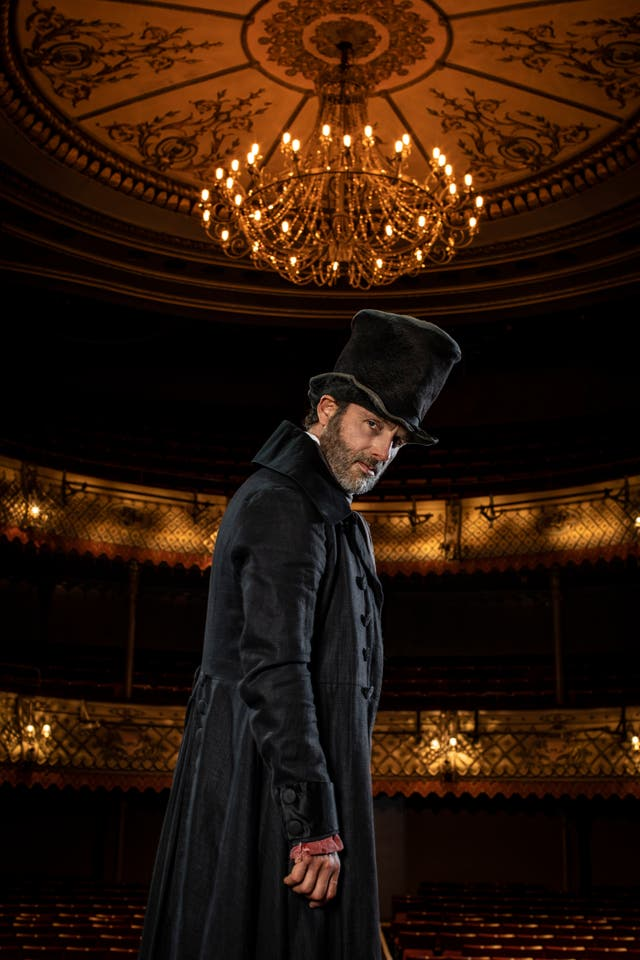 Virus Outbreak Britain Theater