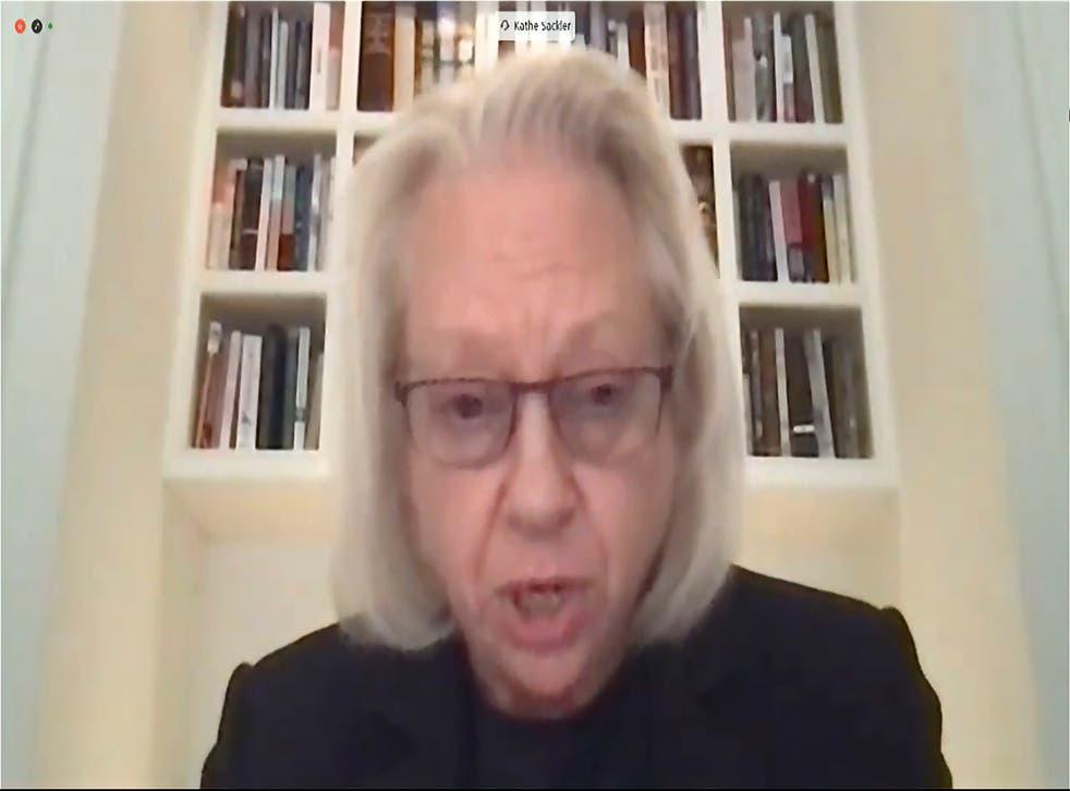 <p>En esta imagen de televisión del canal de la Cámara de Representantes de Estados Unidos aparece Kathe Sackler, una de los miembros de la familia propietaria de Purdue Pharma, mientras testifica vía teleconferencia ante una comisión de la cámara baja el jueves 17 de diciembre de 2020.&nbsp;</p>