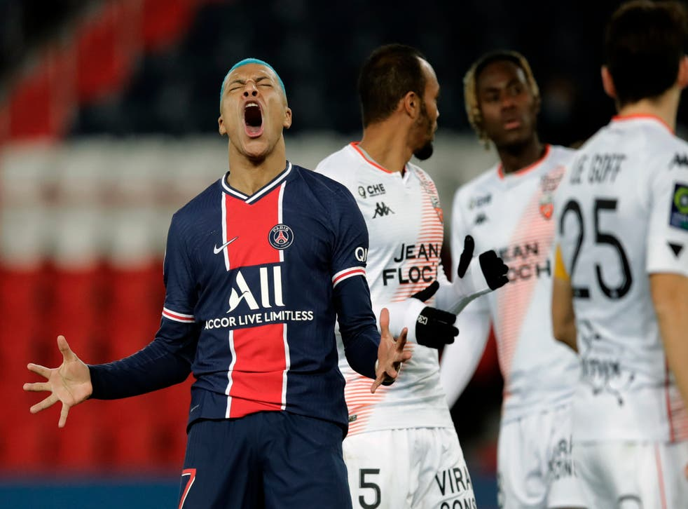<p>Kylian Mbappe del Paris Saint-Germain reacciona tras falla run gol en el encuentro de la liga francesa ante el Lorient el miércoles 16 de diciembre del 2020. El jueves 17 de diciembre del 2020 el técnico del PSG Thomas Tuchel admite que hay cansancio mental en el equipo.&nbsp;</p>