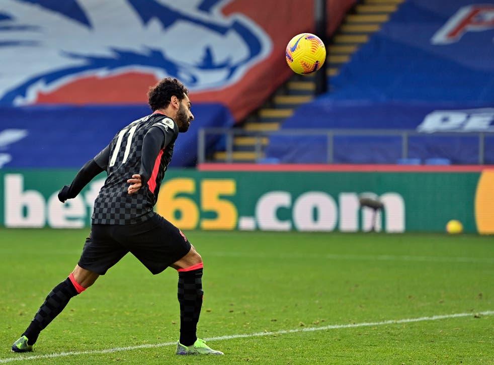 <p>El egipcio Mohamed Salah marca el sexto gol del Liverpool ante el Crystal Palace, en un encuentro de la Liga Premier inglesa, realizado en Londres el sábado 19 de diciembre de 2020.</p>