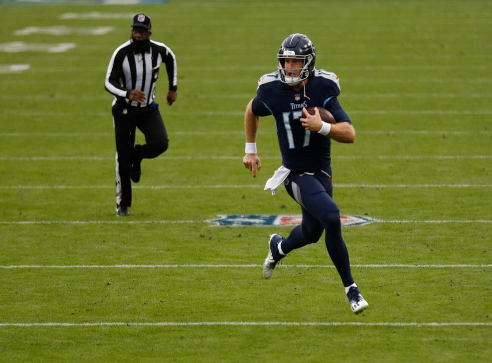 <p>Tannehill se convirtió en el primer jugador de los Titans en conseguir cinco touchdowns por tierra y por aire en el mismo juego desde que Billy Volek lo hiciera hace 16 años frente a los Raiders.</p>