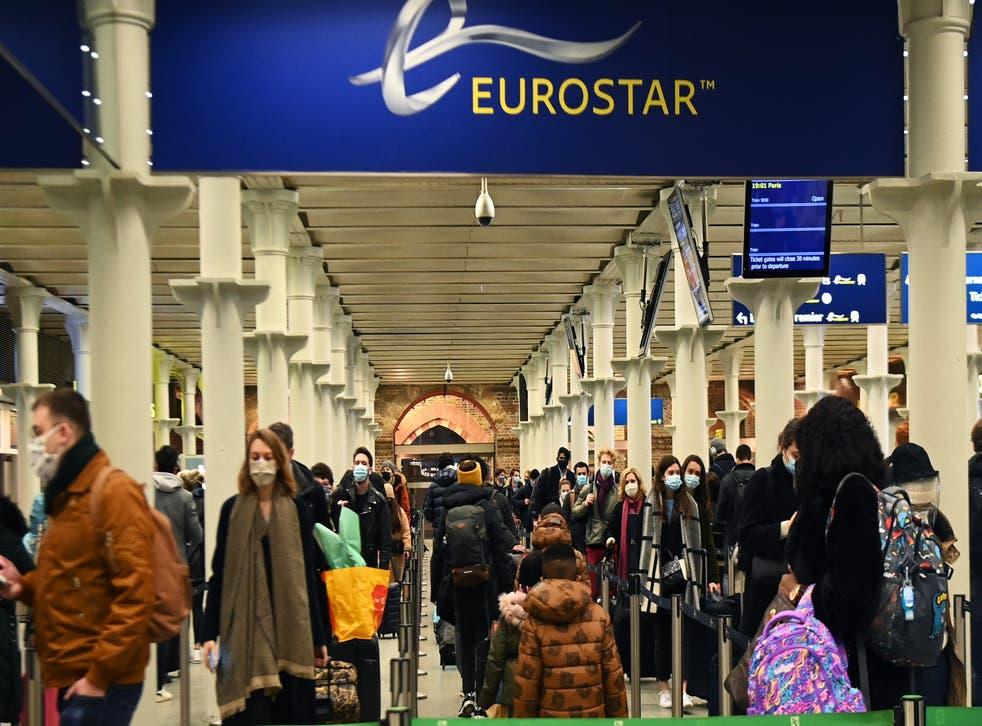 <p>Una nueva cepa de Coronavirus, que se transmite con más facilidad, ha causado una nueva prohibición a los viajes internacionales</p>