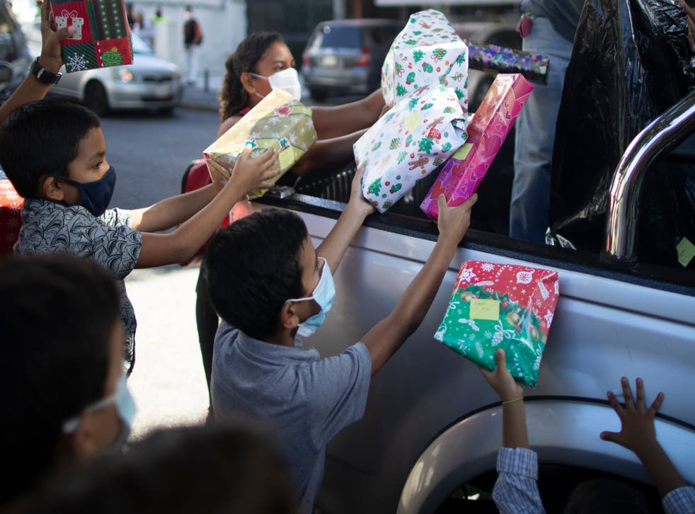 <p>La donación de juguetes, alimentos y ropa durante las fiestas navideñas son tradicionales en Venezuela</p>