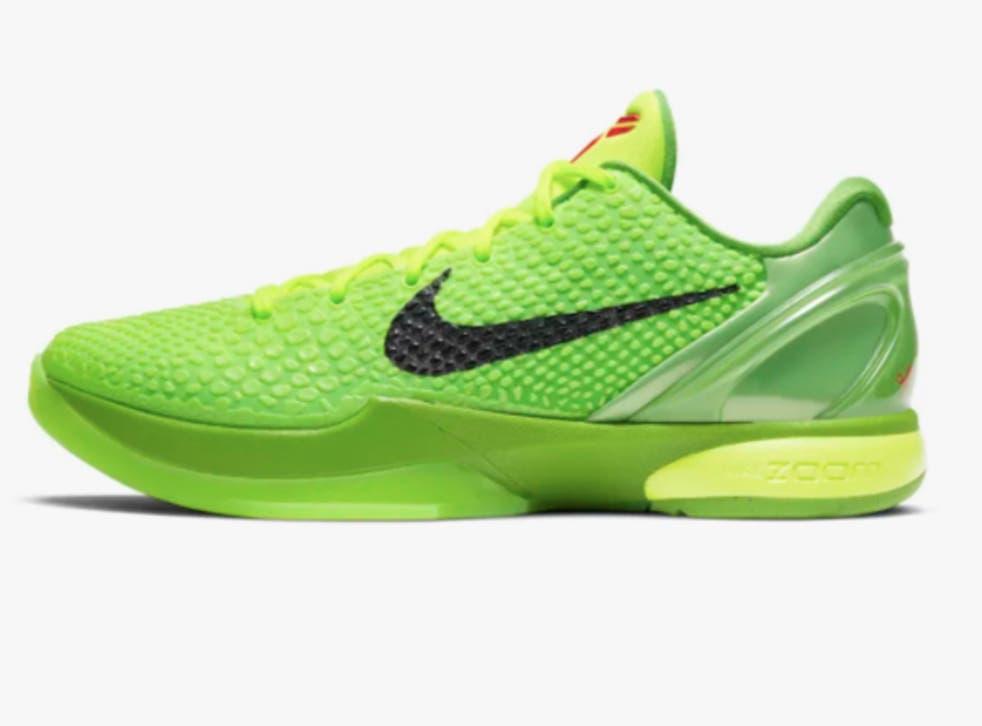 """<p>Los miembros de la familia Bryant han usado los zapatos Nike Kobe 6 """"Grinch"""" durante la temporada navideña, en memoria de la estrella.</p>"""