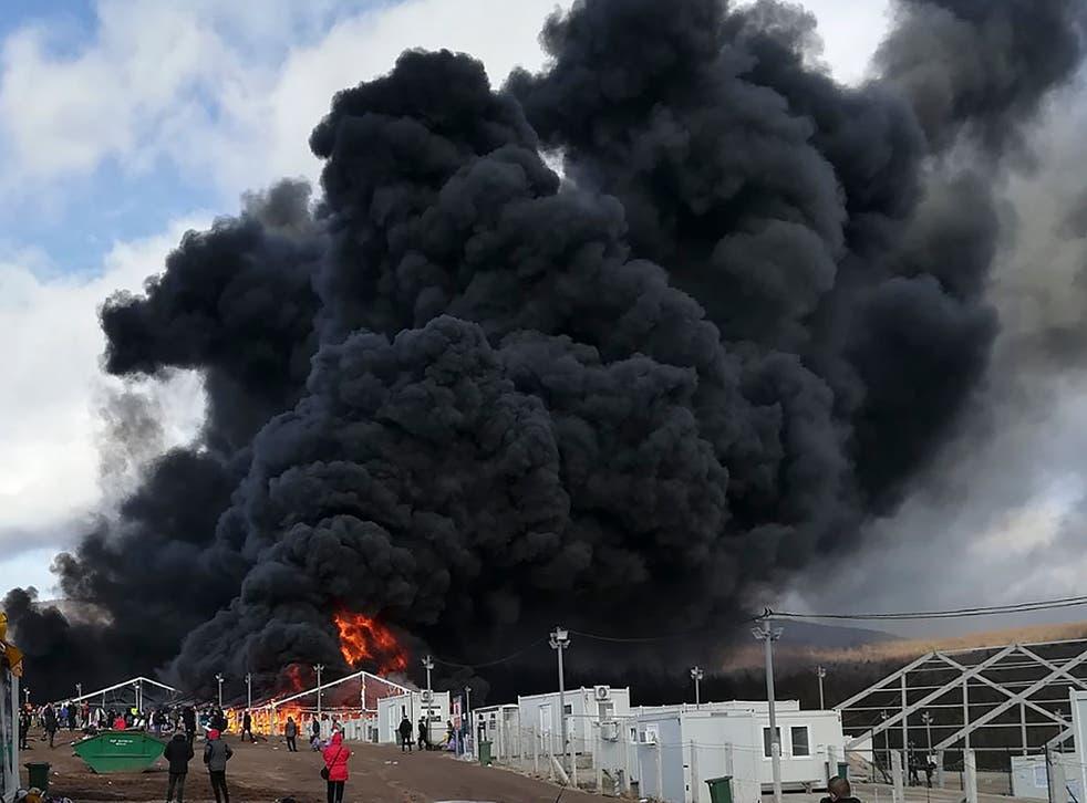 <p>Incendio en campamento de inmigrantes en Bosnia</p>