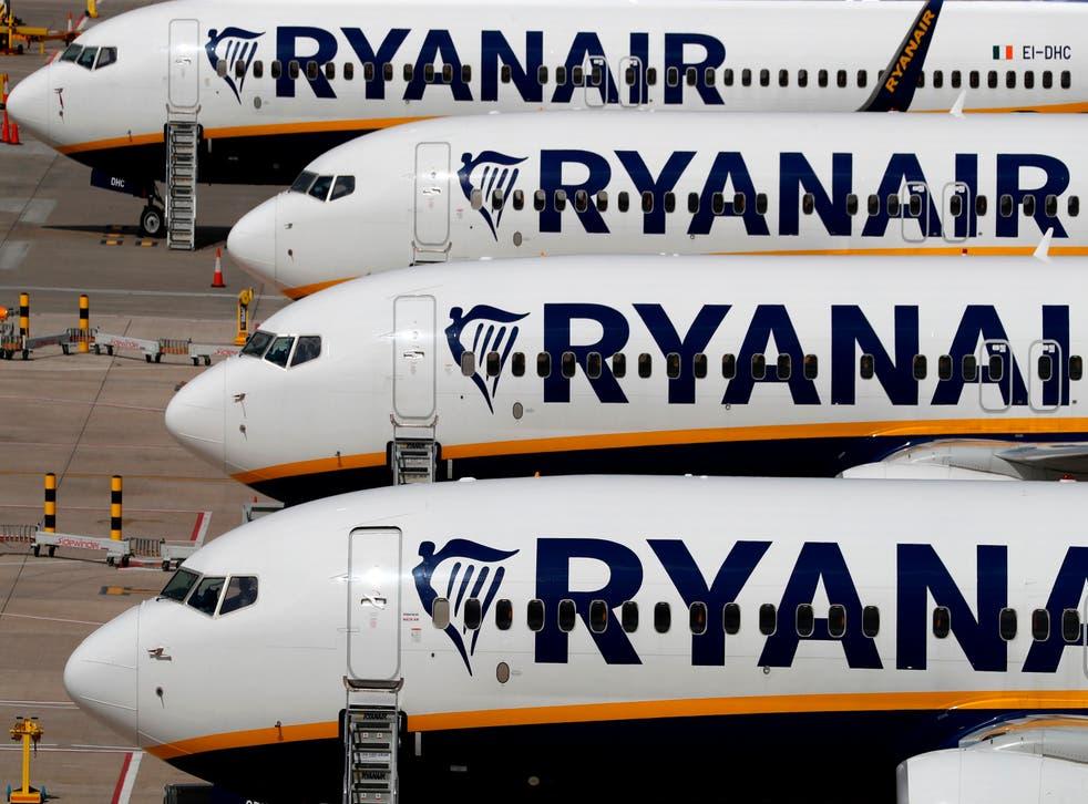 <p>Los aviones de Ryanair son fotografiados en el aeropuerto de Stansted, al noreste de Londres, el 20 de agosto de 2020.&nbsp;</p>