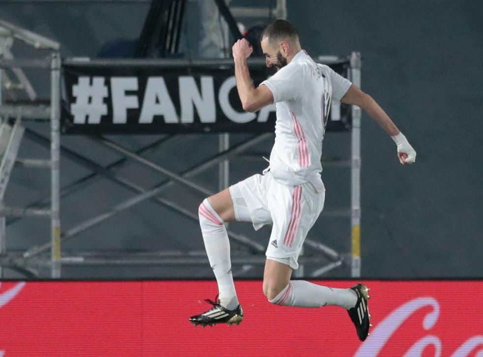 <p>El astro de Real Madrid Karim Benzema celebra tras anotar el segundo gol de su equipo en un partido de La Liga española contra Granada el &nbsp;miércoles, 23 de diciembre del 2020. &nbsp;</p>