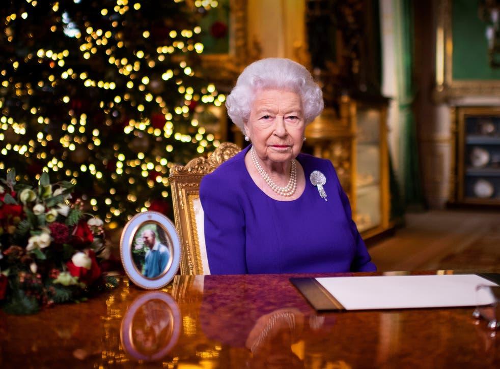 """<p>La Reina ha elogiado a personas de todo el Reino Unido y la Commonwealth por haber """"superado magníficamente los desafíos del año"""" en su discurso anual de Navidad .</p>"""