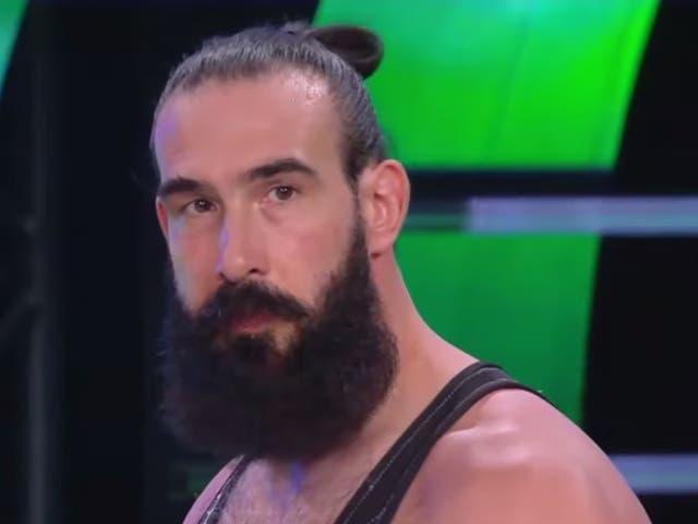 Jonathan Huber como Luke Harper en el ring para World Wrestling Entertainment