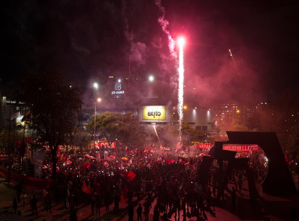 <p>Aficionados del América de Cali festejan luego que el equipo conquistó el título del torneo Apertura.</p>