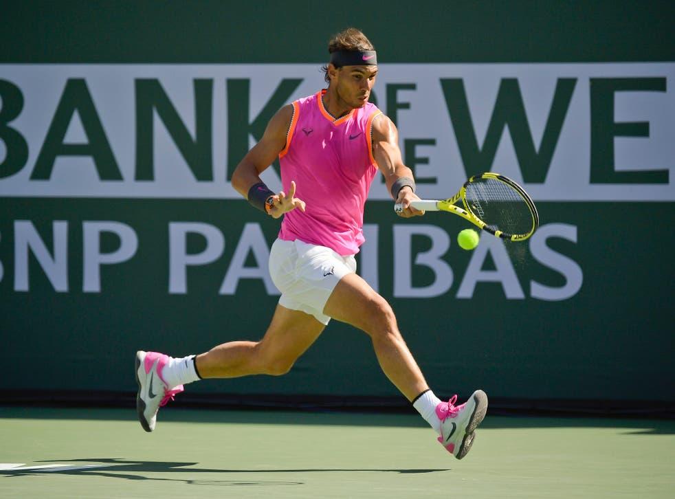 <p>Rafael Nadal devuelve la pelota en un partido contra Karen Khacjanov, de Rusia, en el torneo de Indian Wells, California, el 15 de marzo del 2019.&nbsp;</p>