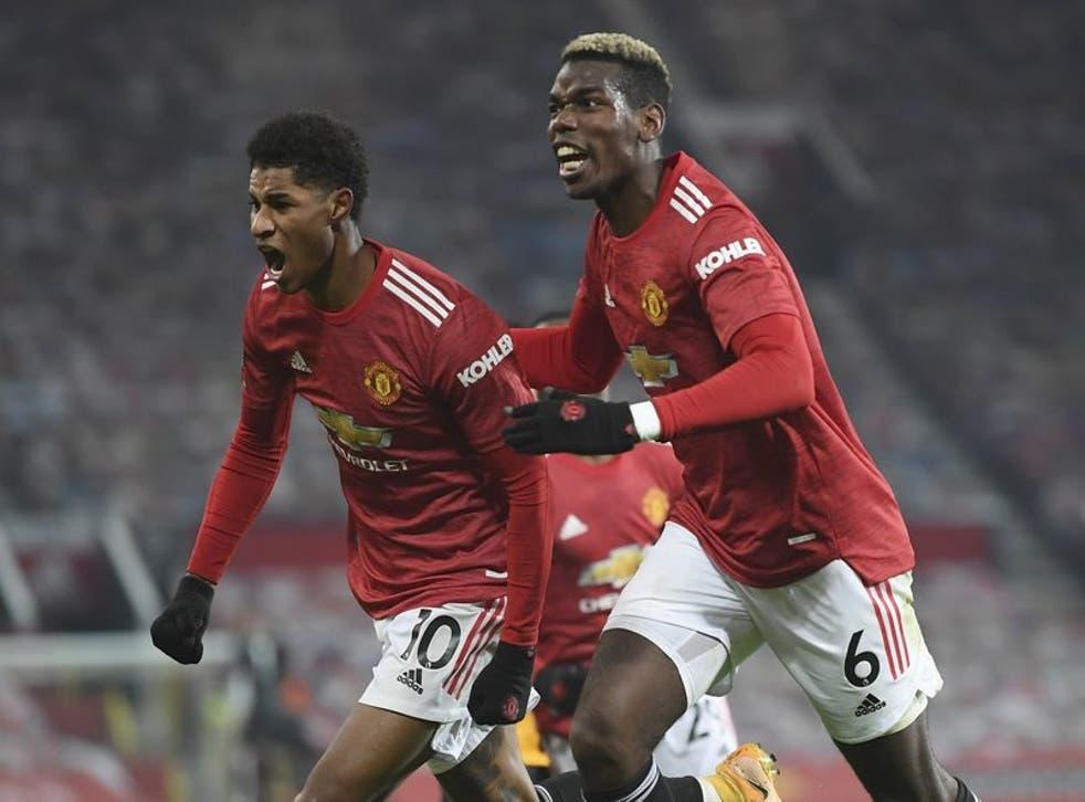 <p>El delantero disparó al tercer minuto de descuento en Old Trafford, para colocar al United dos puntos debajo de Liverpool, líder y campeón defensor.</p>