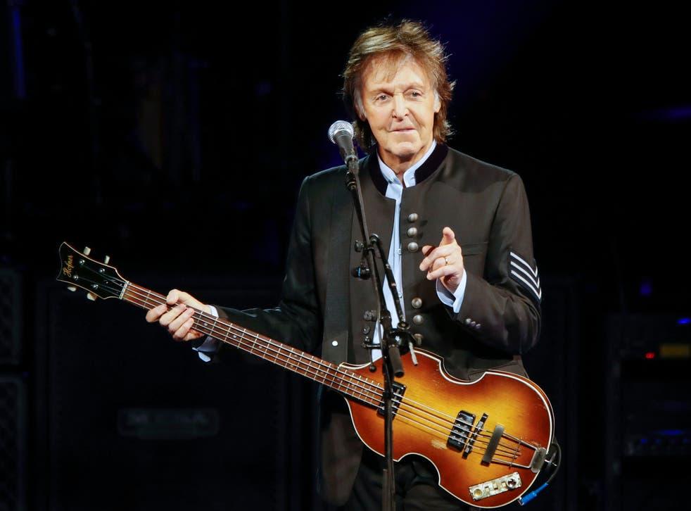 Paul McCartney actúa en Tinley Park, Illinois el 26 de julio de 2017