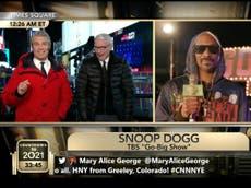 """""""¿Te has drogado en la Casa Blanca?"""", preguntan Andy Cohen y Anderson Cooper a Snoop Dogg"""