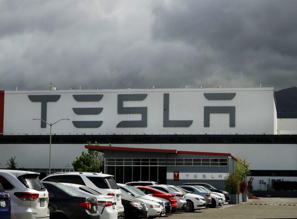 <p>La compañía dijo que entregó 499,500 vehículos en el año, incluidas 180,570 camionetas SUV y sedanes</p>