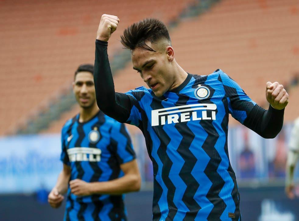 <p>El delantero argentino festeja tras anotar el quinto gol del Inter en duelo de la Serie A ante Crotone.</p>