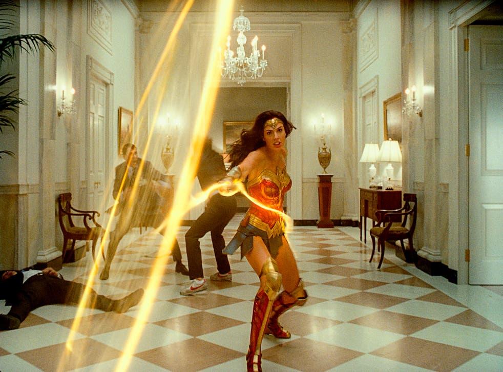 """<p>Gal Gadot en una escena de """"Wonder Woman 1984"""" en una imagen proporcionada por Warner Bros. Entertainment.&nbsp;</p>"""