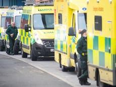 Paramédicos de Londres advierten que pacientes mueren mientras esperan