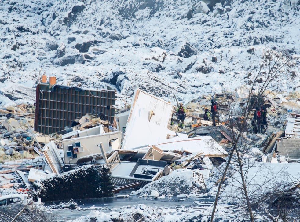 <p>El deslizamiento de tierra destruyó al menos nueve edificios con 30 departamentos en Ask</p>