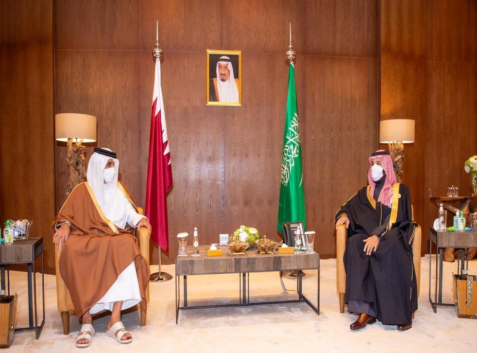 Saudi Arabia's Crown Prince Mohammed bin Salman meets Qatar's Emir Sheikh Tamim bin Hamad al-Thani during the Gulf Cooperation Council's (GCC) 41st Summit in Al-Ula, Saudi Arabia January 5, 2021. ( Saudi Royal Court/Handout via REUTERS )