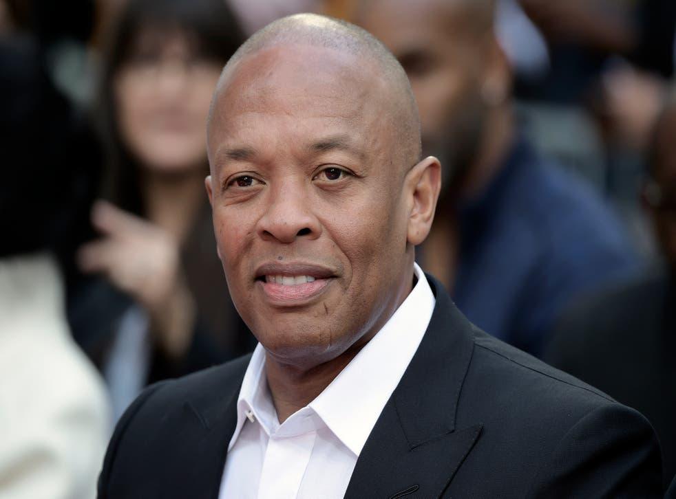 """<p>ARCHIVO - Dr. Dre asiste a una ceremonia en honor a Quincy Jones el 27 de noviembre de 2018 en Los Ángeles. El rapero y productor dijo el mates 5 de enero del 2021 en redes sociales que estará """"de vuelta en casa pronto"""" tras haber recibido tratamiento médico en un hospital de Los Ángeles por un reportado aneurisma cerebral.&nbsp;</p>"""