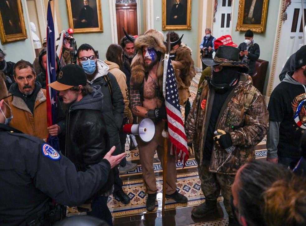 <p>La sesión al interior del Congreso fue suspendida por los desmanes protagonizados por los simpatizantes de Trump</p>