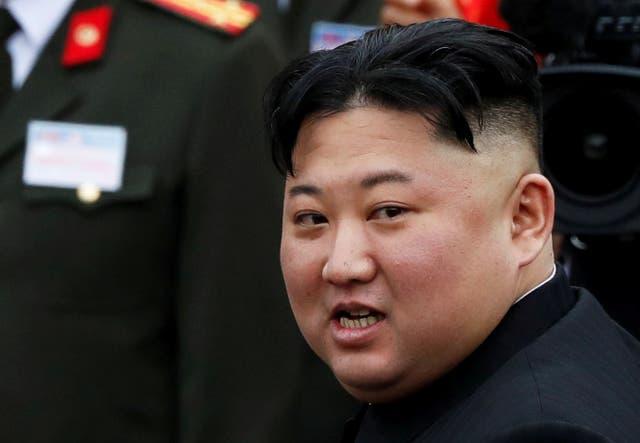 <p>FOTO DE ARCHIVO: El líder norcoreano, Kim Jong Un, aborda un tren que partirá hacia Corea del Norte en la estación de tren Dong Dang en Vietnam, el 2 de marzo de 2019.&nbsp;</p>