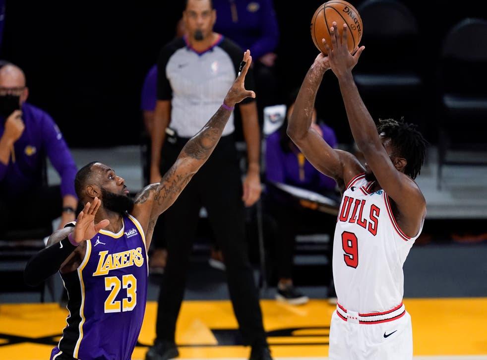 <p>Los Bulls estuvieron cerca de convertir una canasta ganadora en los segundos finales del juego</p>