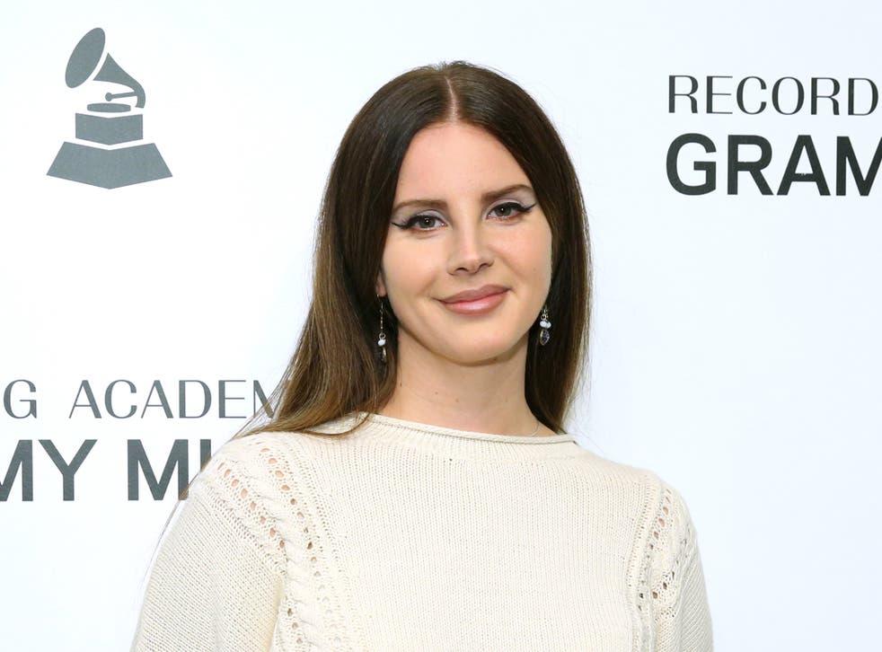 Lana Del Rey en un evento Grammy en 2019