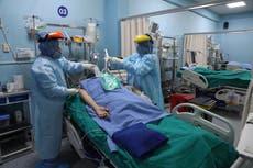Perú inicia proceso de vacunación para adultos mayores