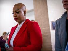 Arrancaron botones de pánico de oficina de congresista Ayanna Pressley