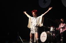 """""""Fue un reto vestir a David Bowie""""; habla la diseñadora encargada del vestuario de """"Stardust"""""""