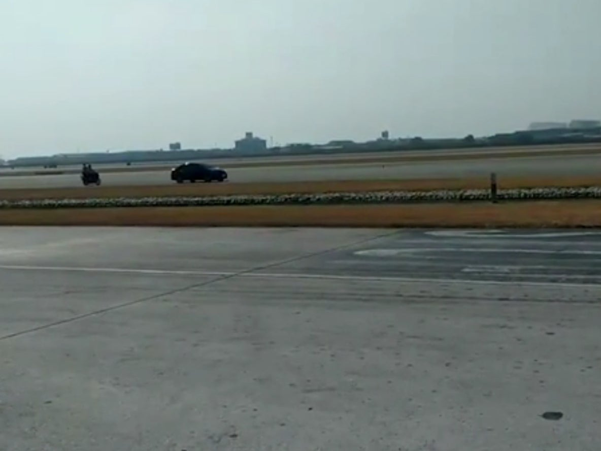 Image of article 'Driver takes 'wrong turn' and ends up on airport runway'