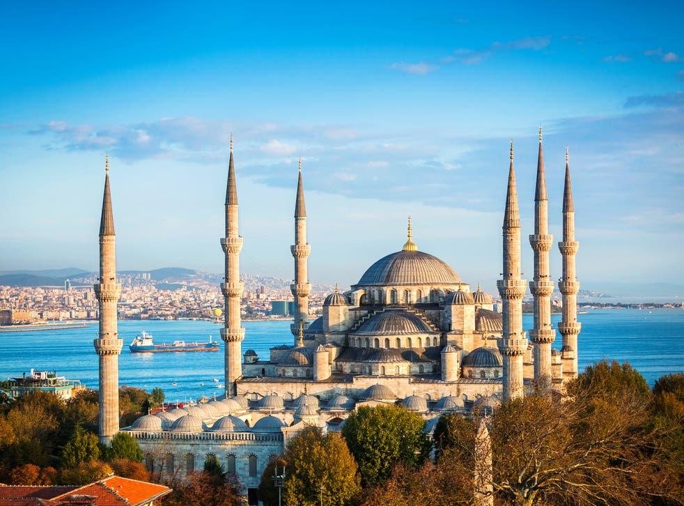 <p>Tourist attraction: the church of Hagia Sophia in Istanbul</p>