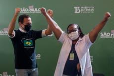 Brasil aprueba aplicar vacunas de Sinovac y AstraZeneca