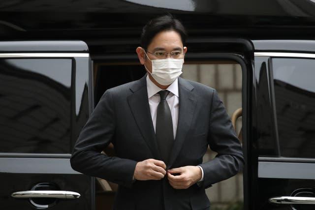 <p>Lee, de 52 años, fue trasladado el lunes al Centro de Detención de Seúl en las afueras de la capital.&nbsp;</p>
