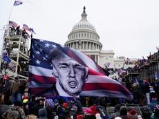 """Juicio político contra Trump: Imágenes del Capitolio muestran """"lo cerca que llegaron los alborotadores a los senadores'"""