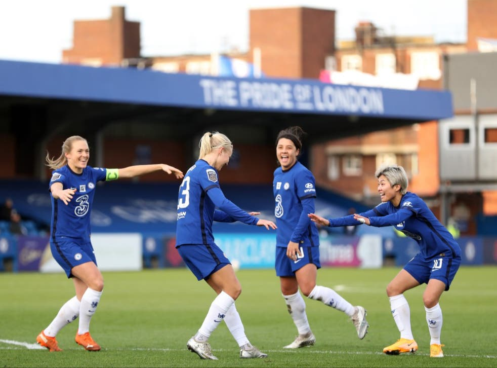 Chelsea beat Manchester United to move top of the Women's Super League