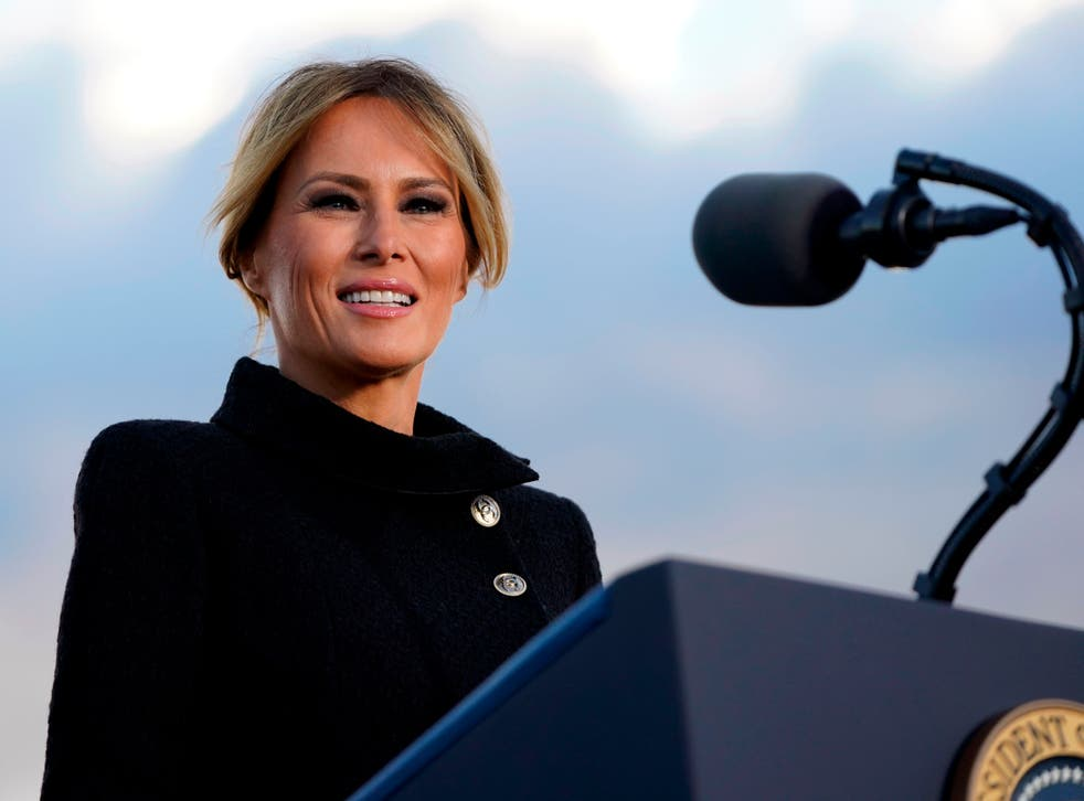 <p>Melania Trump may have outsourced her thank you note-writing</p>