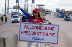 Trump pasa junto a partidarios jubilosos en un mitin improvisado en Florida