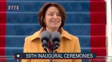 Amy Klobuchar inaugura la investidura de Biden con emotivo discurso